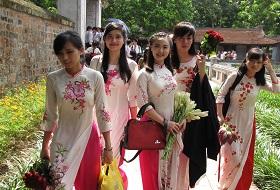 Puur Vietnam reis Hanoi literature tempel studenten