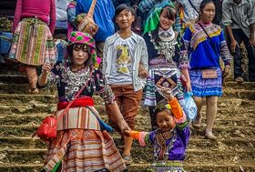 Vietnam fotografiereis Sapa markt kinderen