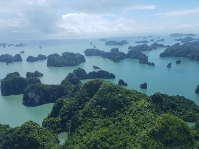 Vietnam Halong Bay vanuit de lucht